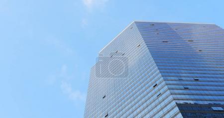 Photo pour Tour d'affaires de bureau pendant la journée ensoleillée - image libre de droit