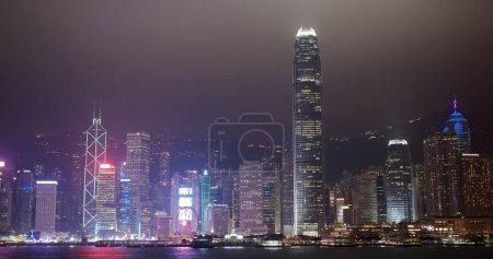 Photo pour Ville de Hong Kong nuit - image libre de droit