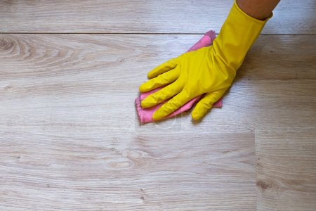 Wash the floor of the house in protective gloves.
