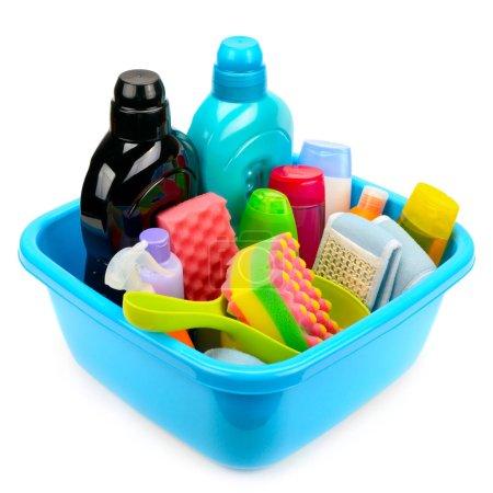 Photo pour Produits d'hygiène dans un bassin isolé sur fond blanc - image libre de droit