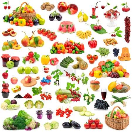 Foto de Gran colección de frutas y verduras saludables. Aislado sobre fondo blanco. - Imagen libre de derechos