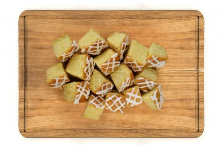 Mini pieces of lemon cake on wooden plate