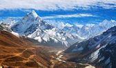 Blick auf Mount Ama Dablam mit schönen Himmel