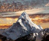 Abend-Panoramablick über Berg Ama Dablam