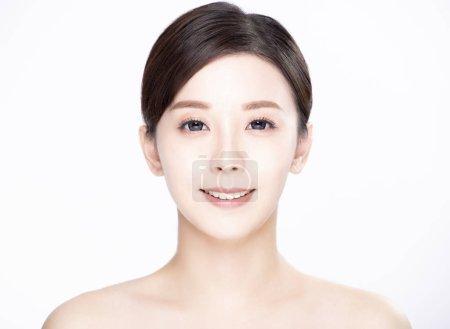 Photo pour Closeup asiatique jeune beauté avec une peau fraîche et propre - image libre de droit