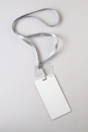Photo pour Insigne d'étiquette de cordon blanc blanc blanc Mockup - image libre de droit