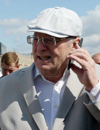 Photo pour MOSCOU, RUSSIE - 26 AOÛT 2017 : Le chef du Parti libéral démocrate de Russie Vladimir Jirinovski au festival de presse à Moscou . - image libre de droit