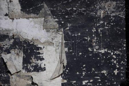 Photo pour Vieux fond de mur avec draperie déchirée. Arrière-plan inhabituel d'un ancien millésime pour design. - image libre de droit
