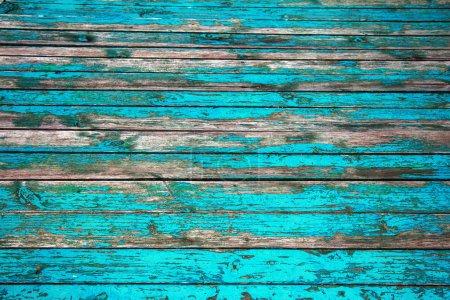 Foto de Viejo fondo de madera. Rurales suelos de madera de cebada con nudos y agujeros para las uñas, trazas de restos de pintura antigua en la superficie de madera. Grandes grietas - Imagen libre de derechos