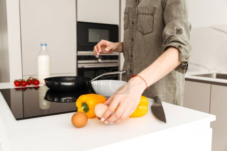 Photo cropped of caucasian woman cooking healthy breakfast with
