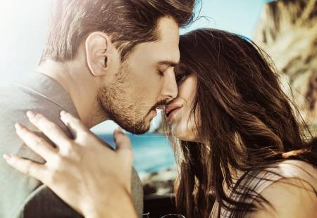 Portrait of a kissing couple