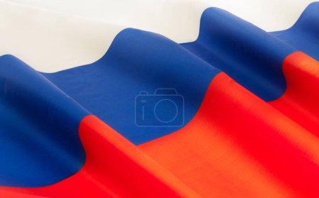 Photo pour Plein encadré Russie soyeux drapeau flottant dans le vent - image libre de droit