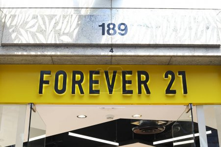 Forever 21 store showcase