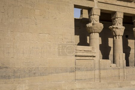 Photo pour Temple Philae sur l'île d'Agilkia dans le lac Nasser près d'Assouan, Égypte - image libre de droit