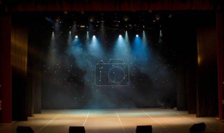 Photo pour Scène, lumière de scène avec projecteurs colorés et fumée - image libre de droit