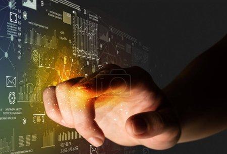 Photo pour Doigt féminin touchant un faisceau de lumière entouré de cartes et de graphiques - image libre de droit
