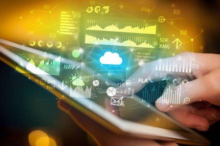 Photo pour Homme d'affaires utilisant une tablette avec des icônes d'application volantes nom - image libre de droit