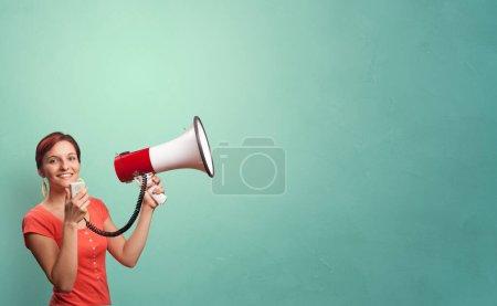 Photo pour Personne parlant en haut-parleur concept - image libre de droit