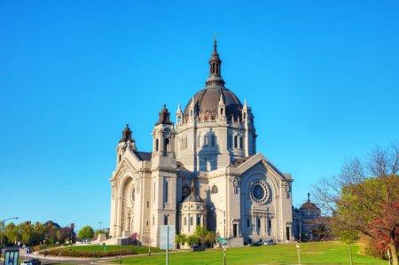 Photo pour Cathédrale de St. Paul, Minnesota le matin - image libre de droit