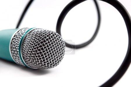 Photo pour Microphone près image. Karaoké et musique de fond - image libre de droit