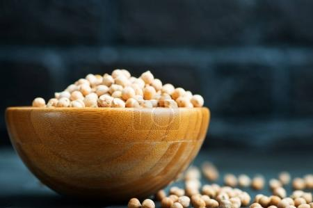 raw chickpeas in bowl