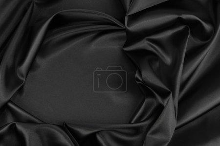 Photo pour Gros plan de tissu de soie noire ondulée - image libre de droit
