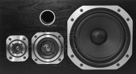 Photo pour Gros plan de trois haut-parleurs stéréo - image libre de droit