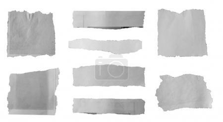 Photo pour Morceaux de papier déchiré sur fond uni - image libre de droit