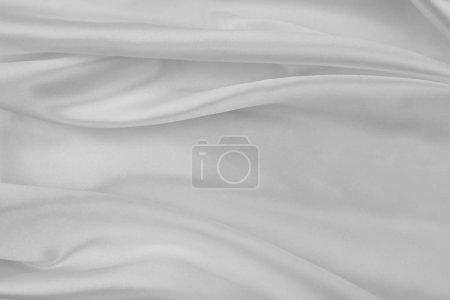 Photo pour Plan rapproché des lignes ondulées de tissu blanc de soie - image libre de droit
