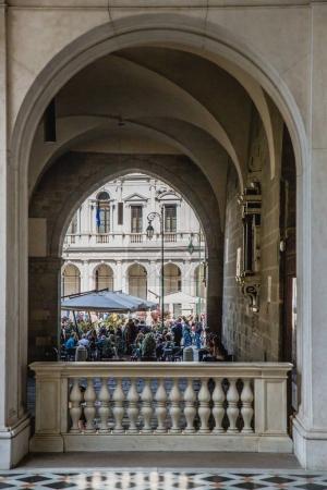 Tourists near Cappella Colleoni church