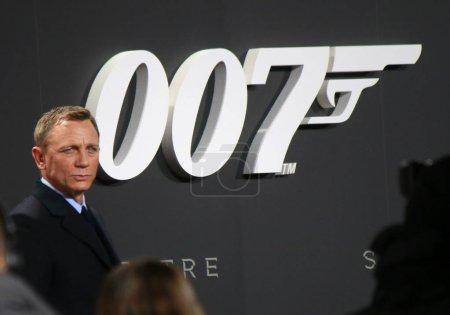 Photo pour Berlin - 21 novembre: Daniel Craig à la première allemande de James Bond au Sony Center, 21 novembre 2006, à Berlin - image libre de droit