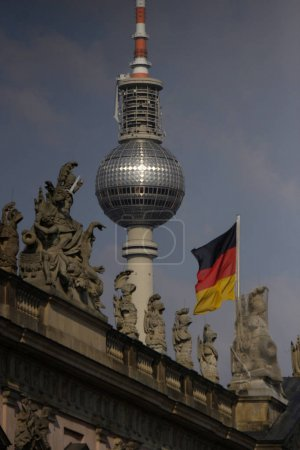 Photo pour Statues at the German Historical Museum, television tower, Berlin-Mitte. - image libre de droit
