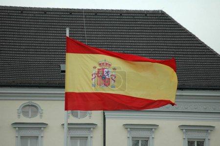 Photo pour Drapeau espagnol devant le Palais de Bellevue - visite officielle du roi d'Espagne Juan Carlos, Bellevue Palace, 6 février 2007, Berlin-Tiergarten - image libre de droit