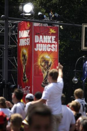 """Photo pour """"Merci les gars ! """" - Réception de l """"équipe nationale de football allemande après avoir remporté la Coupe du monde de football au Brésil, 15 juillet 2014, Berlin, Allemagne - image libre de droit"""