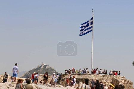 Photo pour Drapeau du Greec, vue colline Lykavittos de l'Acropole, Athènes, Grèce - image libre de droit