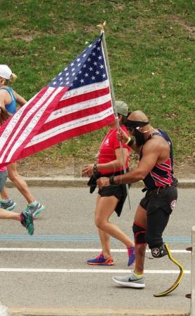 Photo pour Boston, Etats-Unis - 17 avril 2017: Marathon annuel à Boston 17 avril 2017 - image libre de droit
