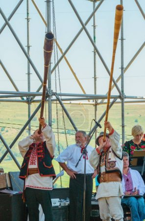 Photo pour Turka, Ukraine - 06 août 2017 : festival international de boycos à Turka, Ukraine. Boykos ou simplement Highlanders (verkhovyntsi) est un groupe ethnographique ukrainien situé dans les Carpates de l'Ukraine . - image libre de droit