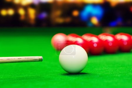 snooker aim the cue ball