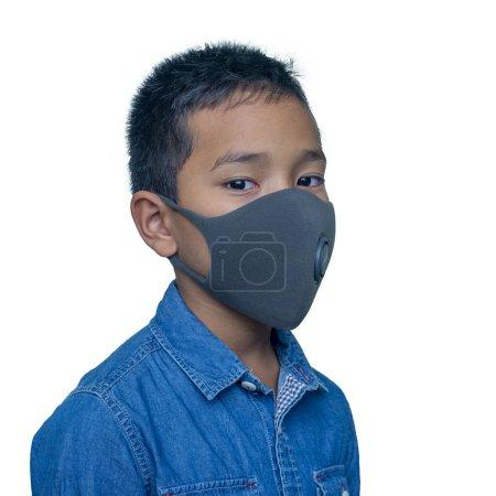 Asiatique garçon porte un masque de protection. (COVID-19 )