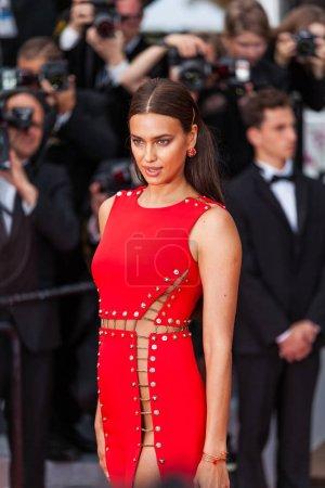"""Photo pour CANNES, FRANCE - 10 MAI 2018 : La mannequin Irina Shayk assiste à la projection de """"Sorry Angel (Plaire, Aimer Et Courir Vite)"""" lors de la 71e édition annuelle du Festival de Cannes - image libre de droit"""