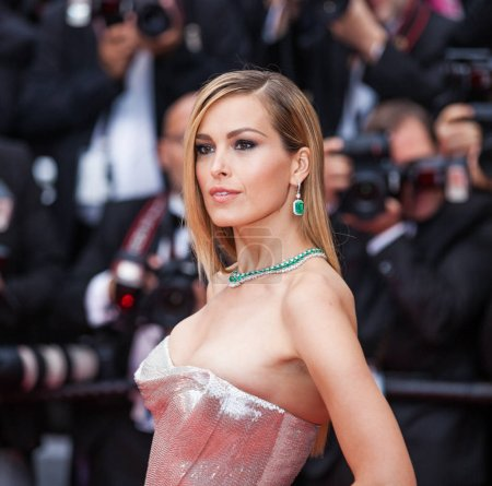 Foto de CANNES, FRANCIA - 10 DE MAYO DE 2018: Petra Nemcova asiste a la proyección de 'Sorry Angel (Plaire, Aimer Et Courir Vite)' durante el 71º Festival anual de Cannes - Imagen libre de derechos