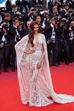 """Photo pour CANNES, FRANCE - 10 MAI 2018 : Deepika Padukone assiste à la projection de """"Sorry Angel (Plaire, Aimer Et Courir Vite)"""" lors de la 71e édition annuelle du Festival de Cannes - image libre de droit"""