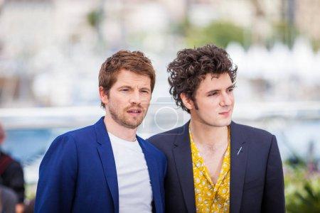 Photo pour Cannes, France - 11 mai 2018: Pierre Deladonchamps et Vincent Lacoste fréquentant photocall pour «Désolé ange (Plaire, Aimer Et Courir Vite)» lors de la 71e Festival du Film Cannes - image libre de droit