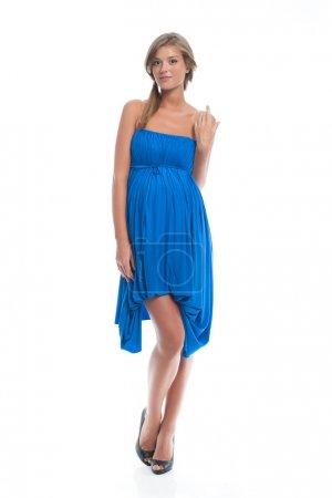 Photo pour Mannequin enceinte dans une robe bleue pour la grossesse. Vêtements pour femmes enceintes. - image libre de droit