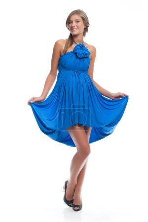 Photo pour Active beau modèle enceinte dans une robe bleue sarafan sur un fond blanc. Vêtements pour la grossesse . - image libre de droit