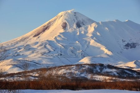 Winter-Ansicht des Ausbruchs aktiv klyuchevskoy Vulkan