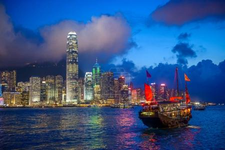 Photo pour Hong Kong, Chine skyline sur le port . - image libre de droit