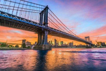 Photo pour New York City, Usa à Manhattan Bridge over the River East. - image libre de droit