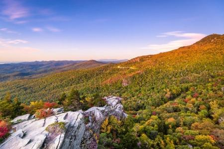 Photo pour Blue Ridge Mountains à Rough Ridge en Caroline du Nord, USA . - image libre de droit