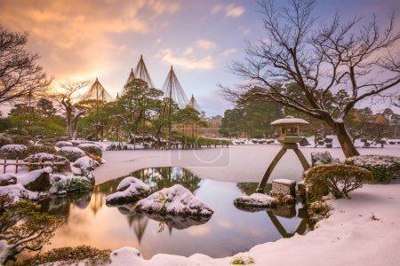 Photo pour Kanazawa, Ishikawa, Japon hiverne aux Kenrokuen Gardens. - image libre de droit